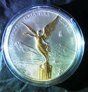 Durch nachträgliche Vergoldung entwertete Kursmünze aus Silber